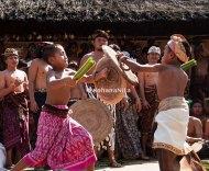 Melestarikan budaya dimulai sejak dini. Aksi dua orang cenik dari Banjar yang berbeda.