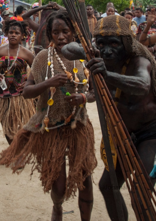 Men of the tribe MEE, demonstrated a war dance