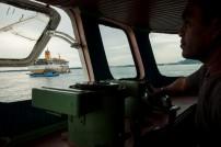 Kapal Penjemput milik Pemda, siap menaikkan dan menurunkan penumpang dari Pelabuhan Kaimana ke Perut Tidar