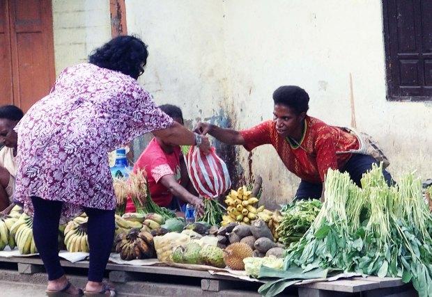Penjual dari Masyarakat Papua di Pasar Boswesen