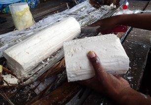 Sagu-bahan dasar pembuatan Papeda.